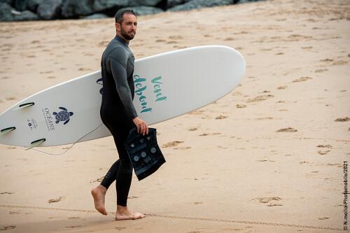 Pollution : équipés de capteurs, ces surfeurs bénévoles veillent à la qualité de l'eau de baignade.