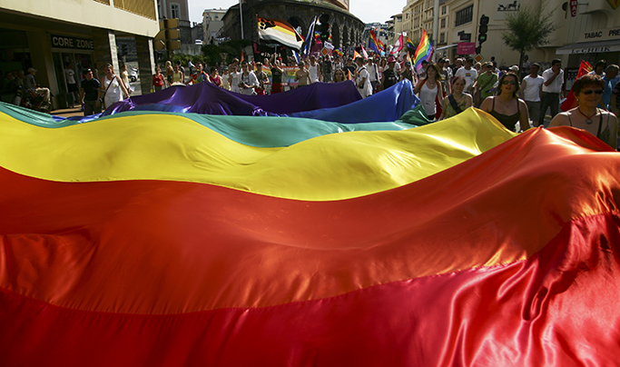 Culture : Gilbert Baker, inventeur du drapeau LGBT, est décédé
