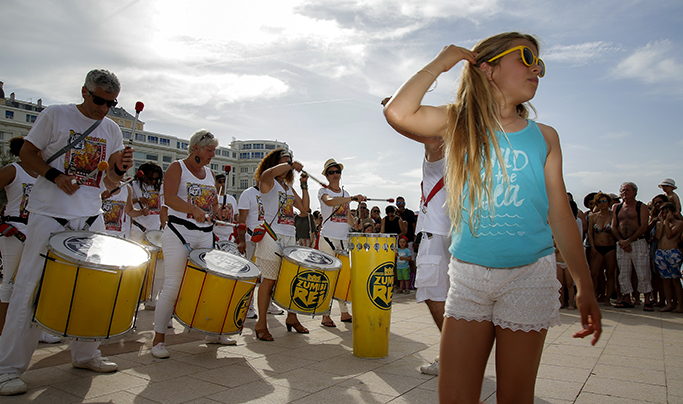 "Biarritz : Culture Festival des arts de la rue ""in the wave"""