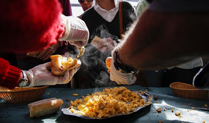 Anglet : 3000 œufs pour l'omelette pascale
