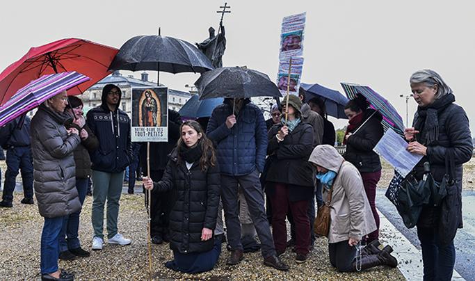 Société : Bayonne manifestation pro et anti IVG