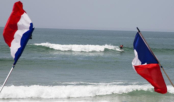 SPORT : Surf sous haute protection et équipe de France au sommet