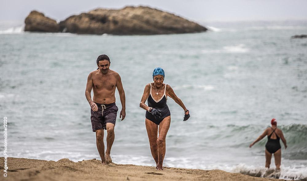 """Coronavirus : Le sport c'est la santé ! A Biarritz au Pays basque, lecture de """"La fable de Betty, Guillaume et les ours blancs »."""