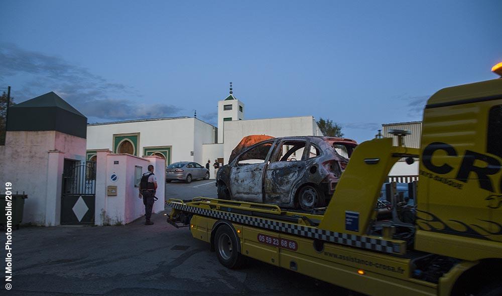 Attaque de la mosquée de Bayonne au Pays Basque. Le suspect est un ancien candidat du Front National (RN)