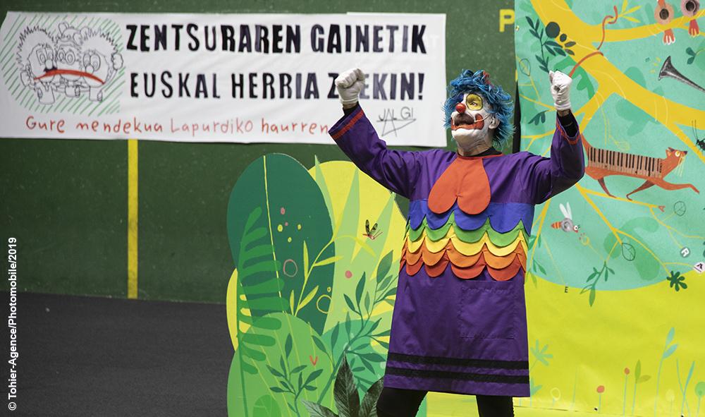 Culture et langue basque : des clowns basques défenseurs de l'Euskara (la langue basque), dans le viseur de la nouvelle municipalité de Pampelune.