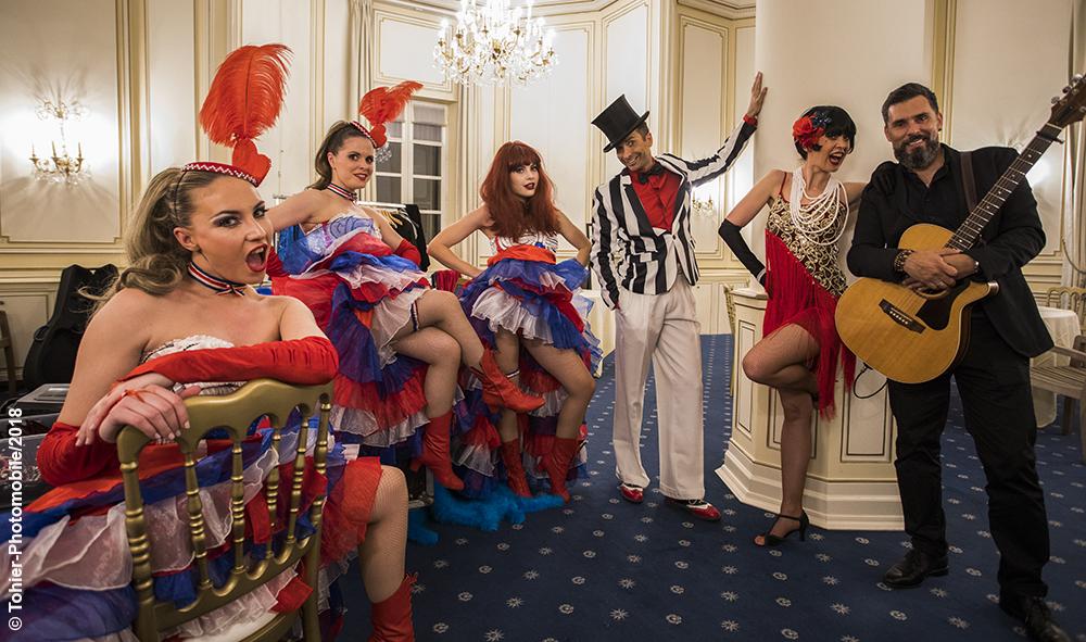 Culture: «Mon truc en plume» démodé?...pas du tout! Strass et paillettes, le carton plein des cabarets de Paris en Province.