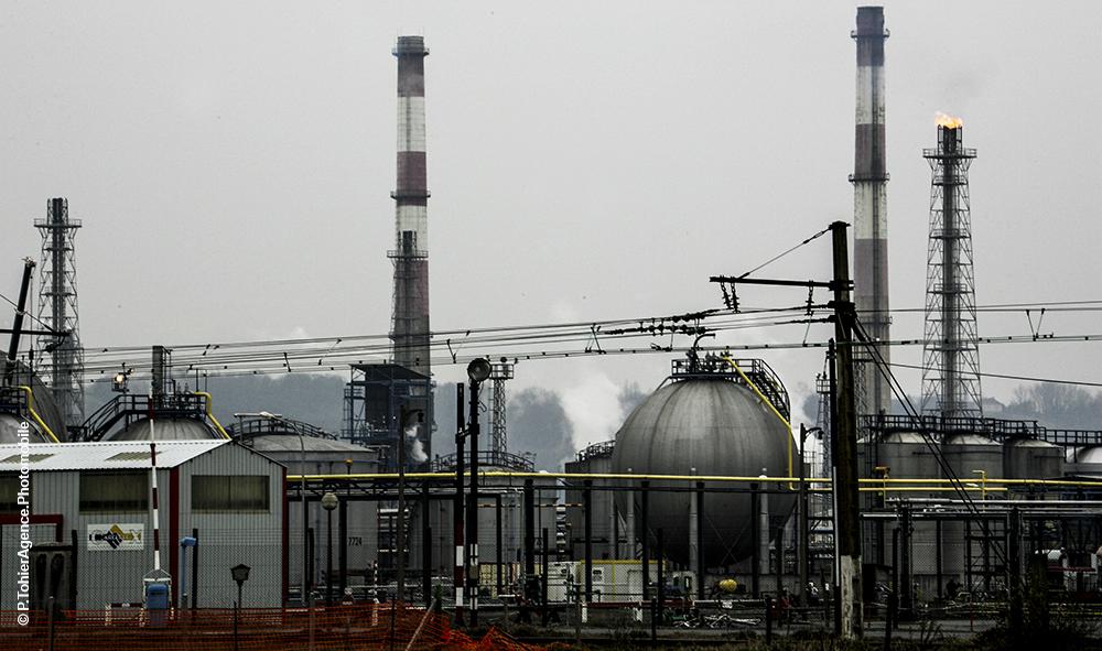 Environnement / Economie / Santé : Le documentaire explosif de Thibault Férié sur un scandale d'État, remet sous le feu de l'actualité l'usine de Gaz de Lacq à Mourenx.