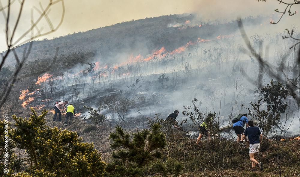 Environnement : Pays basque, des écobuages non maîtrisés enflamment la montagne de la Rhune.