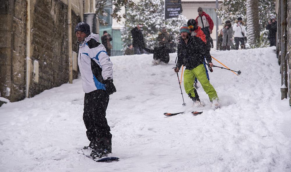 Météo : Le Pays Basque est sous la neige et Biarritz passe du statut de station balnéaire à celui de sport d'hiver.