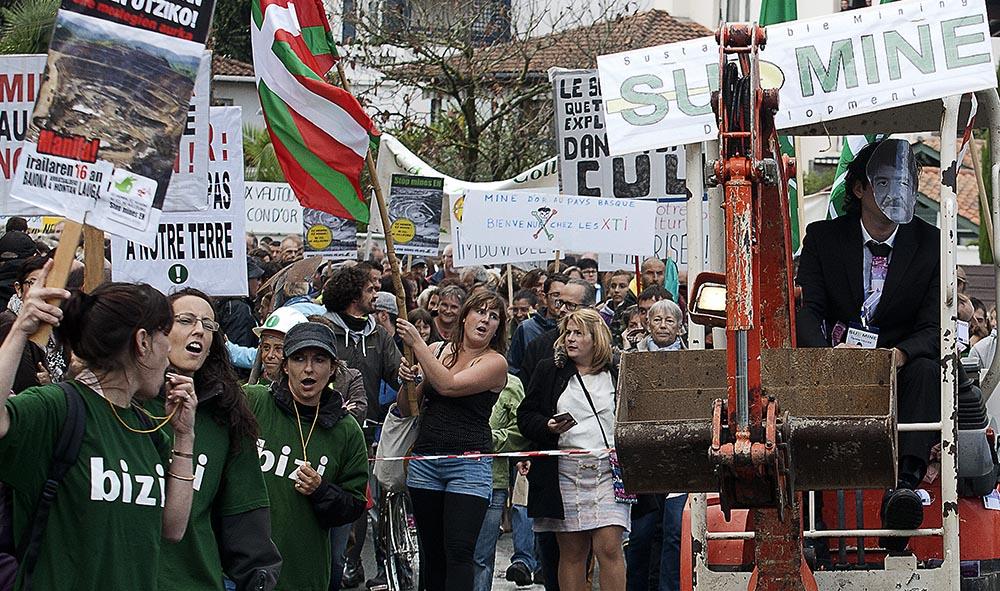 Pays Basque : Environnement à Bayonne SUDMINE cherche de l'OR mais tombe sur un OS.