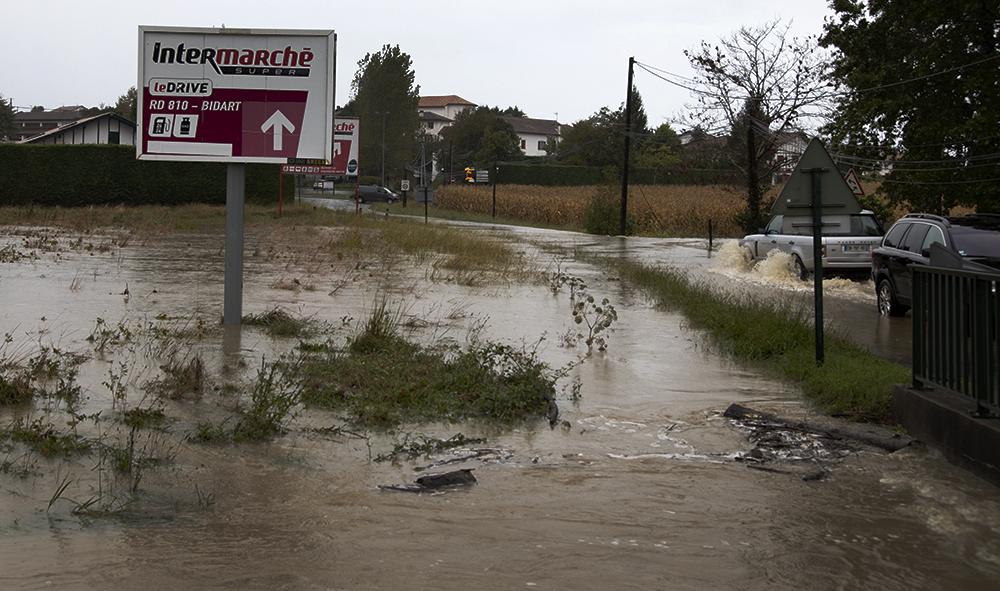Pays basque : La tempête Alex provoque, inondations et dégâts avec des fortes pluies ici à Ahetze au pays basque dans la province du labourd.