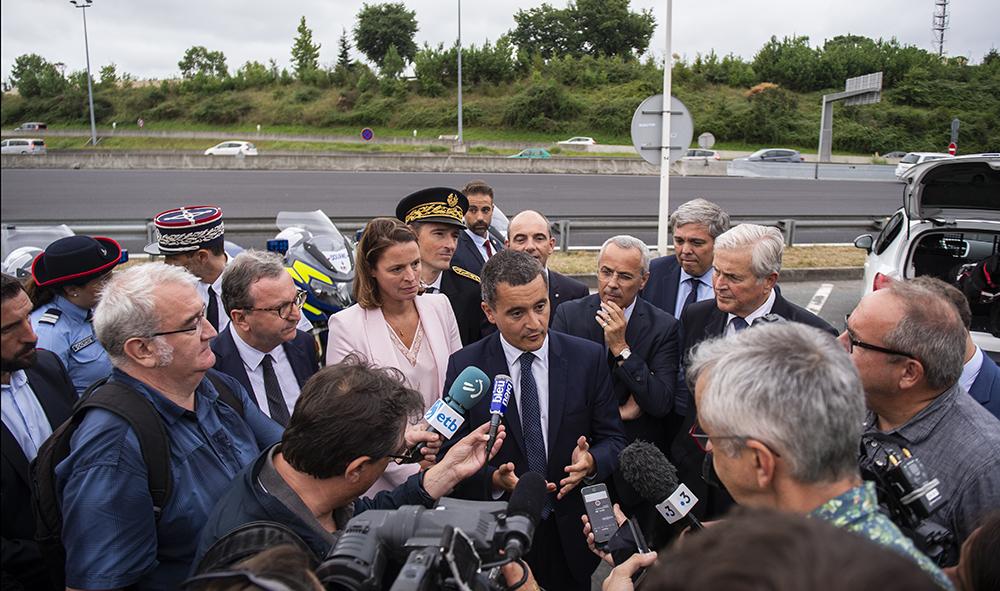 Politique / Justice : Gérald Darmanin en visite à Biarritz au Pays Basque à rencontré les douanes et la section détection canine de la 70 STUPS.