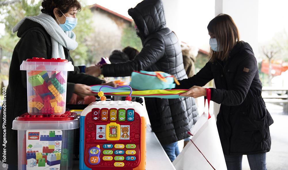 Société : Collecte des jouets pour les Restos du Cœur, le CCAS d'Ahetze (Pays basque) une fois de plus sur le pont et les enfants du village toujours aussi généreux.