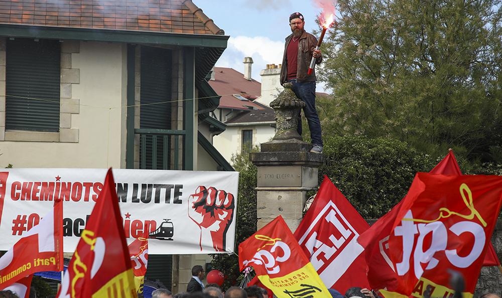 Société: Reforme ferroviaire à Biarritz, aujourd'hui pour La CGT Pays Basque, LAB et SUD RAIL c'est LA FETE A PEPY le président de la SNCF