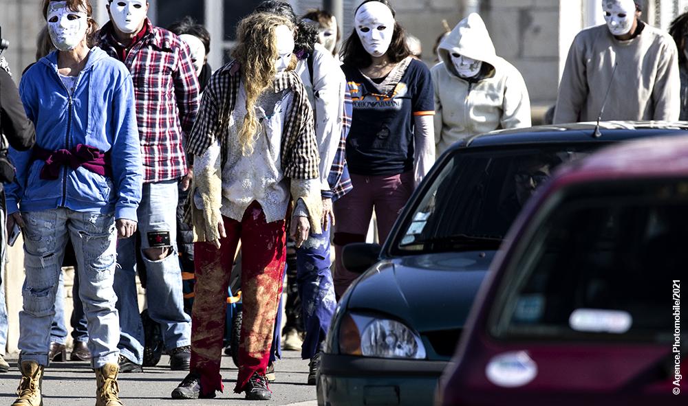 """Société : Covid-19, à Bayonne des """"zombies pour la liberté"""" et contre les atteintes aux libertés individuelles mises en place par le gouvernement et le conseil scientifique."""