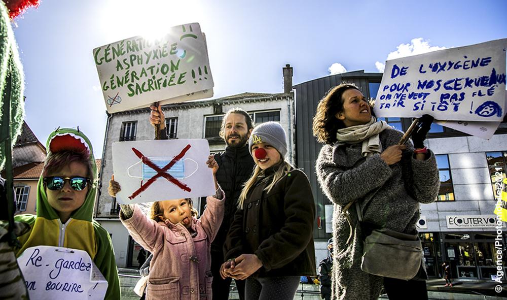 Société : Covid-19 journée de manifestation nationale contre le port du masque chez les enfants.