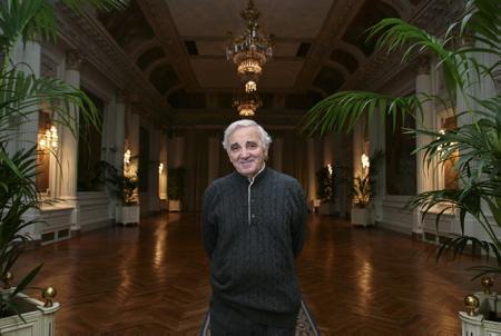 Charles Aznavour à l'hôtel du Palais de Biarritz au Pays basque le 18 janvier 2005.Charles Aznavour est mort le 1 octobre 2018 à l'age de 94 ans.  Biarritz, Pays Basque, Nouvelle Aquitaine, Pyrénées Atlantiques, Sud Ouest, France, Europe.