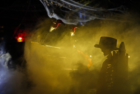 Le pianiste squelette du cimetière hanté lors du Biarritz Halloween edition 2017 dans le jardin public de la ville de Biarrirz, organisé par la ville de Biarritz via l'association Biarritz Evenement. La fete d halloween a Biarritz au Pays Basque: Halloween ou L Halloween est une fete originaire des iles Anglo-Celtes celebree dans la soiree du 31 octobre veille de la Toussaint.