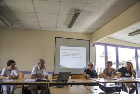Conférence de presse des collectifs anti Linky du Pays basque à Bayonne le 04 juillet 2018.  Bayonne, Pays basque, Nouvelle Aquitaine, Pyrénées-Atlantiques, Europe, France.