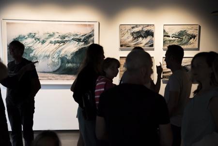 La Galerie L'Angle à Hendaye au Pays Basque, présente le travail de Pierre CARREAU AquaViva du 10 aout au 16 septembre 2018.  Hendaye, Pays Basque, Nouvelle Aquitaine, Pyrénées Atlantiques, Sud Ouest, France, Europe.