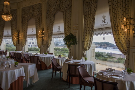 L'Hôtel du Palais de Biarritz et son intérieur actuel. La rotonde dite le restaurant LA VILLA EUGENIE  Biarritz, Pays Basque, Region Nouvelle-Aquitaine, Pyrenees-Atlantiques France, Europe.