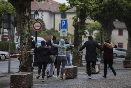 Espelette au Pays Basque le 16 juin 2018, exercice de simulation d attaque terroriste-attentat avec des victimes et prise d'otages. Operation avec la presence de la police, de la gendarmerie, CRS, BRI et GIGN.  Espelette, Nouvelle Aquitaine, Pyrénées-Atlantiques, Pays Basque, Europe, France.
