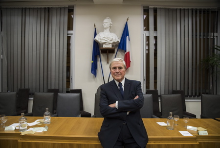 """Michel Veunac le Maire de la ville de Biarritz juste après le vote du conseil Municipal du 15 octobre 2018 de la ville de Biarritz au Pays basque, le conseil municipal s'est prononcé sur le volet final du """"fameux"""" montage financier destiné à permettre la restauration complète du palace de la ville, l'hôtel du Palais.Le montage financier sera finalement acté avec 20 voix pour et 15 contre.  Biarritz, Pays Basque, Region Nouvelle-Aquitaine, Pyrenees-Atlantiques France, Europe."""