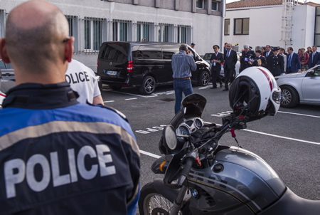 Laurent Nunez le nouveau Secrétaire d'État auprès du ministre de l'Intérieur et ancien sous-prefet de Bayonne, en visite le 19 octobre au Pays basque à Hendaye, ici dans le CRA (centre de Rétention Administrative).  Hendaye, Pays Basque, Region Nouvelle-Aquitaine, Pyrenees-Atlantiques France, Europe.