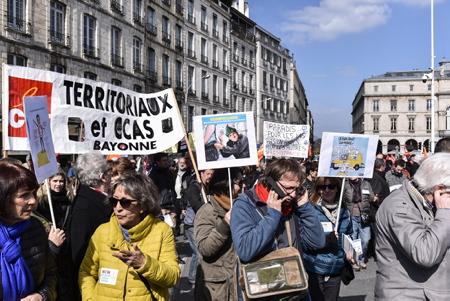 Mobilisation sociale et nationale du 22 2018 mars ici à Bayonne au Pays Basque avec la présence de  plus de la moitié des Français la soutiennent avec à Bayonne 3500 personnes. Les Français sont attachés à leur fonction publique, cheminots et enseignants ont prévu de manifester ce jeudi, tout comme les salariés d'Air France et les personnels des hôpitaux et de manifester leur mécontentement dans la rue.  Bayonne, Pays Basque, Region Nouvelle-Aquitaine, Pyrenees-Atlantiques France, Europe.
