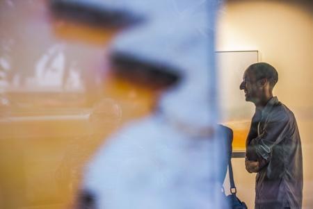"""Le photographe Guillame Pepy le 24 aout 2018 à Hendaye au Pays Basque lors de la présentation de sa série photographique """"Aotearoa"""" à la galerie d'art photographique L'Angle.  Hendaye, Pays Basque, Nouvelle Aquitaine, Pyrénées Atlantiques, Sud Ouest, France, Europe."""