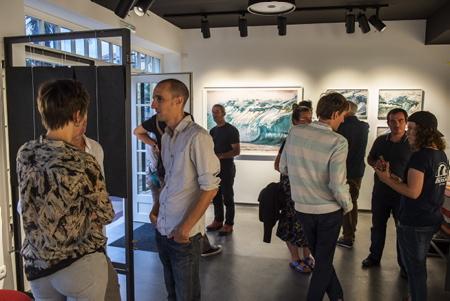 """Vernissage de Guillame Pepy le 24 aout 2018 à Hendaye au Pays Basque lors de la présentation de sa série photographique """"Aotearoa"""" à la galerie d'art photographique L'Angle.  Hendaye, Pays Basque, Nouvelle Aquitaine, Pyrénées Atlantiques, Sud Ouest, France, Europe."""