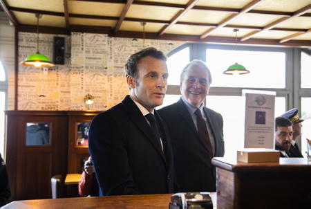 Emmanuel Macron et Michel Veunac le maire de la ville de Biarritz lors de sa visite de repérage à Biarritz au Pays Basque dans le cadre du futur G7 de cet été 2019.