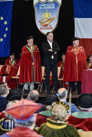 Didier Guillaume, Ministre de l'Agriculture et de l'Alimentation lors de son intronisation dans la confrérie du jambon de Bayonne le 20 avril 2019 à Bayonne au Pays basque 