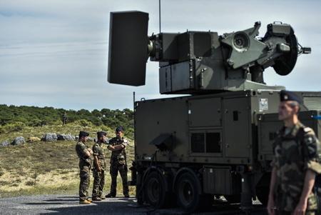 G7 Visite de Florence Parly, Ministre des Armées à Tarnos le 21 aout 2019 avant la tenue du G7 Pays basque. Présentation du DPSA dispositif particulier de sûreté aérienne. En photo le Crotale NG (Crotale Nouvelle Génération) est un système d'arme de courte portée composé d'une unité d'acquisition et d'une unité de tir assurant les fonctions de surveillance, d'identification, de poursuite et de tir.  G7 Visit of Florence Parly, Minister of Armies in Tarnos on August 21, 2019 before the G7 Basque Country. Presentation of the DPSA particular device of aviation security. In photo Crotale NG is a short-range weapon system consisting of an acquisition unit and a firing unit providing surveillance, identification, tracking and firing functions.  Tarnos, Landes, Region Nouvelle-Aquitaine, Pyrenees-Atlantiques France, Europe, News-Aquitaine, Basque Country.