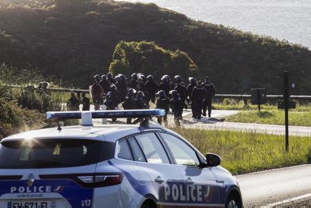 G7 Pays basque le 23 aout 2019, le contre sommet du G7, G7 EZ se met en place, une  manifestation non déclarée d'environ 200 personnes a entraîné des ralentissements de la circulation, un peloton de gendarmerie et des policiers vont à la rencotre du cortège pour encadrement.  G7 Basque Country on August 23, 2019, the G7 counter-summit, G7 EZ is set up, an undeclared event of about 200 people resulted in traffic slowdowns, the police go to meet the procession for coaching.  Hendaye, Pays Basque, Region Nouvelle-Aquitaine, Pyrenees-Atlantiques France, Europe, News-Aquitaine, Basque Country.