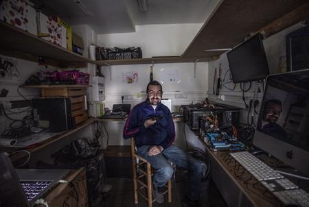 Anthony Vilaton de l'atelier de réparation informatique ORDI & CO installé dans le village d'Ahetze au Pays basque, ORDO & CO , cette petite entreprise est spécialisée dans le secteur d'activité de la réparation d'ordinateurs et d'équipements périphériques.  Anthony Vilaton from the ORDI & CO computer repair shop located in the village of Ahetze in the Basque Country, ORDO & CO, this small company specializes in the business sector of repairing computers and peripheral equipment.  Ahetze, Pays basque, 64 , Nouvelle Aquitaine, Pyrénées Atlantiques, Sud Ouest, France, Europe. New Aquitaine, Basque Country.