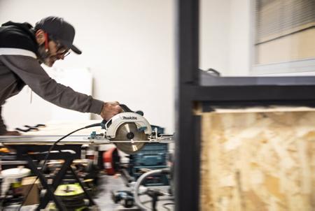 """Cédric Dussau (photo) de Comx Wood & Design graphique s'installe chez « DOAN » à Anglet.DOAN """"LIBRE / GRATUIT """" en basque du dialecte GUIPUSCOAN à Anglet sur la côte basque, Pays basque. L'association DOAN est un club d'aide au motards du Pays basque pour le stockage, la maintenance et la personnalisation de motos. C'est également un lieu créatif et d'exposition de divers types d'expressions artistiques. Elle peut également fournir des espaces de stockage et bureau à des auto-entrepreneurs du Pays basque.  Cédric Dussau (photo) from Comx Wood & Graphic Design moved to """"DOAN"""" in Anglet. """"FREE / FREE"""" OAN in Basque of the GUIPUSCOAN dialect in Anglet on the Basque coast, Basque Country. The DOAN association is a club that helps bikers in the Basque Country for the storage, maintenance and personalization of motorcycles. It is also a place of creativity and exhibition of various types of artistic expressions. It can also provide storage and office space to self-employed people in the Basque Country.  Anglet, Pays Basque, Nouvelle Aquitaine, New Aquitaine, Basque Country, Pyrénées Atlantiques, Sud Ouest, France, Europe."""