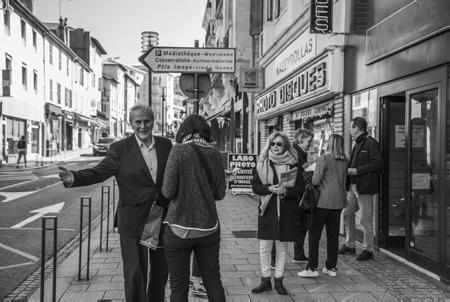 Michel Veunac le Maire sortant de la ville de Biarritz devant sa permence Avenue Foch à Biarritz(photo). Série photographique PERMANENCE, Michel Veunac Maire sortant et tête de liste de VIVONS BIARRITZ se présente pour les élections municipales 2020 de la ville de Biarritz au Pays basque.  Michel Veunac the outgoing Mayor of the city of Biarritz in front of his Fence Avenue Foch in Biarritz (photo). PERMANENCE photographic series, Michel Veunac Outgoing mayor and head of the VIVONS BIARRITZ list is running for the 2020 municipal elections in the city of Biarritz in the Basque Country.  Biarritz, Pays basque, 64 , Nouvelle Aquitaine, Pyrénées Atlantiques, Sud Ouest, France, Europe. New Aquitaine, Basque Country.