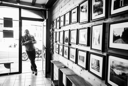 """Patrick Ondicola auteur photographe lors de la présentation de sa série photographique """"Ballade de l'autre côté du trou d'eau"""" QUEBEC du 16 fevrier au 16 avril 2020 à la salle """"EXPO PHOTO"""" d'Ascain au Pays basque.  Ascain, Basque Country, New Aquitaine, Atlantic Pyrenees, South West, France, Europe. Hendaye, Pays Basque, Nouvelle Aquitaine, Pyrénées Atlantiques, Sud Ouest, France, Europe."""