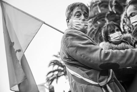 """Jacques Pédehontaà, conseiller départemental et maire de Laàs, drapeau bearnais sur l'épaule, arrive à Biarritz sur la Manifestation des commercants au Pays basque le 21 novembre 2020, contre le reconfinement des commerçants de Bayonne, Anglet, Biarritz, Saint-Jean-de-Luz et Pays basque intérieur. Ils affirment """"quoi qu'il arrive, nous ouvrirons nos commerces ce 1er décembre""""  Jacques Pédehontaà, departmental councilor and mayor of Laàs, Bearnais flag on his shoulder, arrives in Biarritz on the Demonstration of traders in the Basque Country on November 21, 2020, against the reconfinement of traders in Bayonne, Anglet, Biarritz, Saint-Jean-de -Luz and inland Basque Country. They say """"whatever happens, we will open our businesses this December 1""""  Biarritz, Pays Basque, Nouvelle Aquitaine, New Aquitaine, Basque Country, Pyrénées Atlantiques, Sud Ouest, France, Europe."""