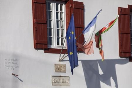 """Mairie d'Arbonne le 23 septembre 2020, après l'annonce de l'annulation des élections municipales de 2020 de cette commune au Pays basque, par le tribunal administratif de Pau. La liste d'opposition a Arbonne au Pays basque, la liste d'opposition Basque, """"Hats berri bat Arbonari"""" (un nouveau souffle a Arbonne)  avait déposé un recours au tribunal administratif de Pau. Concernant la maire d'Arbonne Marie-Josée Mialocq, lors des élections elle avait déposé un recours (réélue au premier tour), pour contester la nationalité espagnole d'un colistier, cinquième de la liste d'opposition, qui n'avait pas été rapportée sur le bulletin, comme le code électoral l'impose.  Town Hall of Arbonne on September 23, 2020, after the announcement of the cancellation of the 2020 municipal elections of this municipality in the Basque Country, by the Administrative Court of Pau. The opposition list in Arbonne in the Basque Country, the Basque opposition list, """"Hats berri beats Arbonari"""" (a new lease of life in Arbonne) had filed an appeal with the administrative court of Pau. Regarding the mayor of Arbonne Marie-Josée Mialocq, during the elections she lodged an appeal (reelected in the first round), to challenge the Spanish nationality of a running mate, fifth on the opposition list, who had not been reported on the ballot, as required by the electoral code.  Arbonne, Pays Basque, Euskal Herri, Basque Country, Nouvelle Aquitaine, New Aquitaine, Pyrénées Atlantiques, Sud Ouest, France, Europe."""