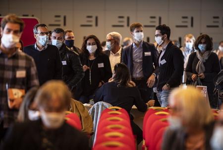 Evenement, séminaire et rencontre avec masque dans le cadre de la COVID 19, du Coronavirus. Rencontre des associés et partenaires de NOBATEK / INEF4, I T E Institut pour la Transition Energétique du bâtiment, autour de la transition énergétique et la relance du bâtiment, à Anglet au Pays basque à l'espace de l'océan le 25 septembre 2020. Rencontre avec la participation de Marjolaine Meynier-Millefert Députée de l'Isère (LREM) et François Pélegrin Architecte Urbaniste.  Event, seminar and meeting with mask in the context of COVID 19, Coronavirus. Meeting of the associates and partners of NOBATEK / INEF4, ITE Institute for the Energy Transition of the building, around the energy transition and the revival of the building, in Anglet in the Basque Country in the space of the ocean on September 25, 2020. Meeting with the participation of Marjolaine Meynier-Millefert Deputy of Isère (LREM) and François Pélegrin Architecte Urbaniste.  Anglet, Pays basque, 64 , Nouvelle Aquitaine, Pyrénées Atlantiques, Sud Ouest, France, Europe. New Aquitaine, Basque Country.