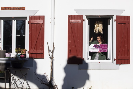 """Hélène Demé Elzévir, de son nom de créatrice Hortense de Biarritz est à l'initiative de la création d'une technique spécifique de solidification des fleurs. Les bijoux de """"Hortense de Biarritz"""" en fleurs solidifiées sont montés sur argent, des pièces uniques de bijoux solides qui tiennent des années. La pandémie du coronavirus étant passée par là, Hélène Demé Elzévir qui est également comédienne depuis 2016 avec à son actif, l'écriture spectacle PILE POIL qui l'a révélé et fait un tabac a perdus pas moins de 45 dates de spectacle. Un vrai cauchemar pour elle, mais une raison de plus de ne rien lâcher et de produire un peu plus de bijoux et d'objets en attendant le retour des beaux jours et celui de la scène. Soutenez là ! et """"Offrez des fleurs qui ne fanent jamais !"""" c'est ici avec la possibilité de commande en ligne : www.hortensedebiarritz.com                 Hélène Demé Elzévir, named after her designer Hortense de Biarritz, initiated the creation of a specific technique for solidifying flowers. The jewels of """"Hortense de Biarritz"""" in solidified flowers are mounted on silver, unique pieces of solid jewelry that last for years. The coronavirus pandemic having been through there, Hélène Demé Elzévir who has also been an actress since 2016 with to her credit, the writing show PILE POIL which revealed it and made a splash lost no less than 45 show dates. A real nightmare for her, but one more reason not to let go and to produce a little more jewelry and objects while waiting for the return of the beautiful days and that of the scene. Support there! and """"Give flowers that never wither!"""" it is here with the possibility of ordering online:  www.hortensedebiarritz.com  Arbonne, Pays basque, 64 , Nouvelle Aquitaine, Pyrénées Atlantiques, Sud Ouest, France, Europe. New Aquitaine, Basque Country."""