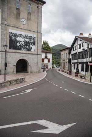 """A Ascain au Pays Basque (64) les femmes sont """"EXTRA & ORDINAIRES"""" Le festival « Les Chemins de la Photographie d'Ascain », se tiendra du jeudi 1er juillet au jeudi 30 septembre 2021, dans les rues du village d'Ascain sur le thème des femmes Extra & Ordinaires . A NOTER ! Le vernissage des expositions (28 photographes) aura lieu Dimanche 11 juillet à 12h30 sur la place de l'église.  In Ascain in the Basque Country (64) women are """"EXTRA & ORDINARY"""" The festival """"Les Chemins de la Photographie d'Ascain"""", will be held from Thursday July 1 to Thursday September 30, 2021, in the streets of the village of Ascain sur the theme of Extra & Ordinary women. TO NOTE ! The opening of the exhibitions (28 photographers) will take place Sunday July 11 at 12:30 p.m. on the church square.  Ascain, Pays basque, 64 , Nouvelle Aquitaine, Pyrénées Atlantiques, Sud Ouest, France, Europe. New Aquitaine, Basque Country."""