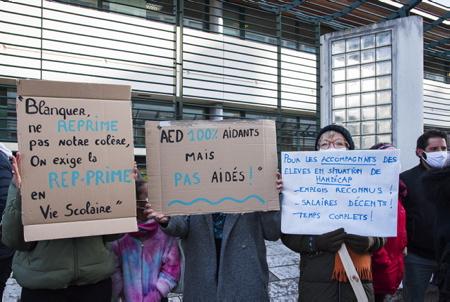 Mouvement de grève de l'intersyndicale de l'Education Nationale, mardi 26 janvier 2021, devant la sous-préfecture de Bayonne au Pays basque. Des enseignants dans la rue à Bayonne lors d'une manifestation intersyndicale à l'appel de l'UNSA, la CGT, FO, la FSU. 240 personnes sont parties de la sous préfecture pour l'antenne de l'inspection d'académie (école des arènes) puis la mairie de Bayonne. Trois thèmes de mobilisation : les salaires des profs, les suppressions de postes et les règles sanitaires dans les établissements scolaires.  Strike movement of the National Education inter-union, Tuesday January 26, 2021, in front of the sub-prefecture of Bayonne in the Basque Country. Teachers in the street in Bayonne during an inter-union demonstration called for by the UNSA, the CGT, FO, the FSU. 240 people left the sub-prefecture for the office of the inspectorate of the academy (arena school) then the town hall of Bayonne. Three themes of mobilization: teachers' salaries, job cuts and health rules in schools.  Bayonne, Pays basque, 64 , Nouvelle Aquitaine, Pyrénées Atlantiques, Sud Ouest, France, Europe. New Aquitaine, Basque Country.
